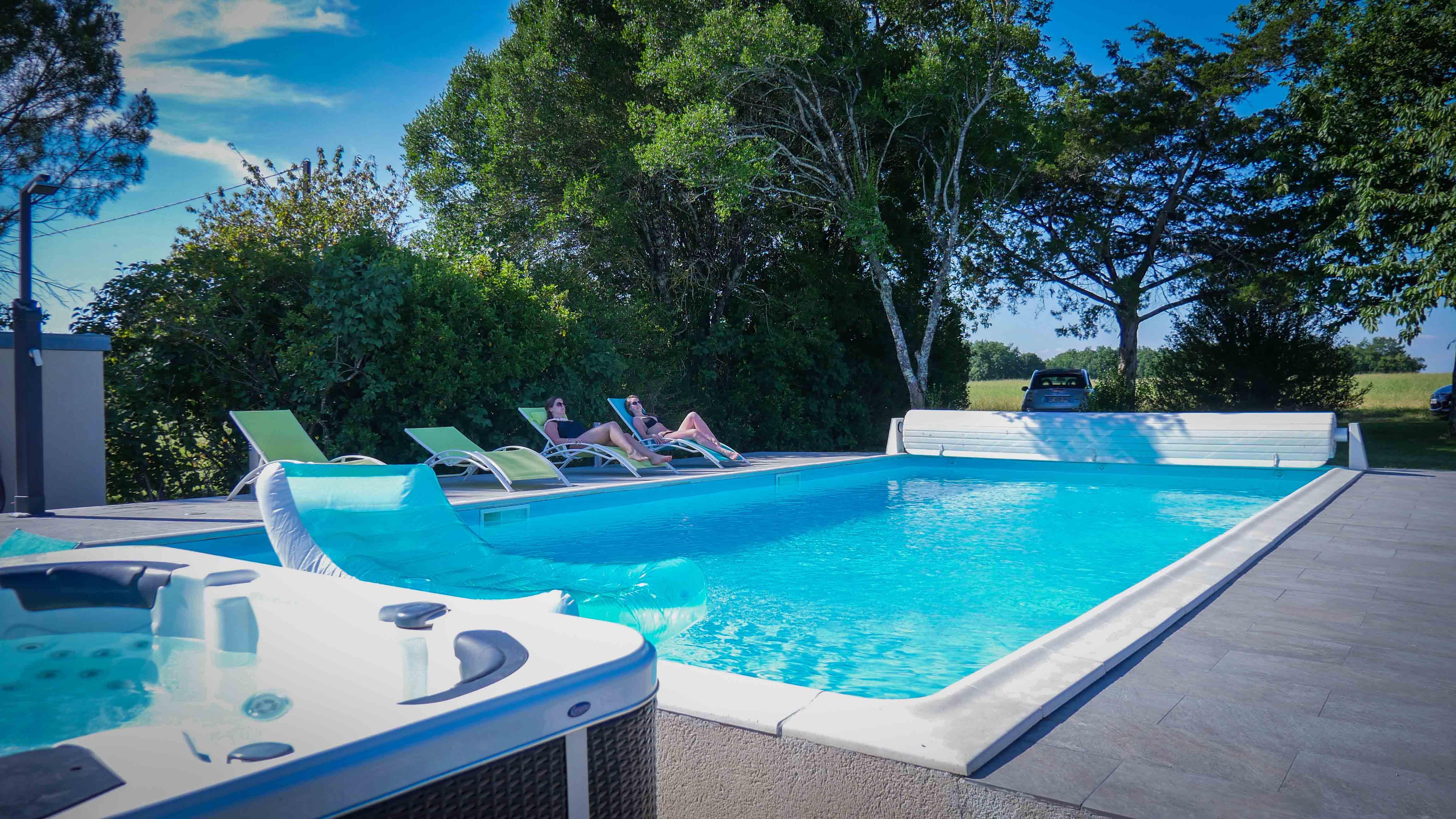 Permalien vers:piscine et jacuzzi